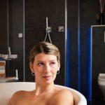 Innovatie in badkamerrenovatie door gebruik van materialen, verlichting en kleuren. Vraag om advies.