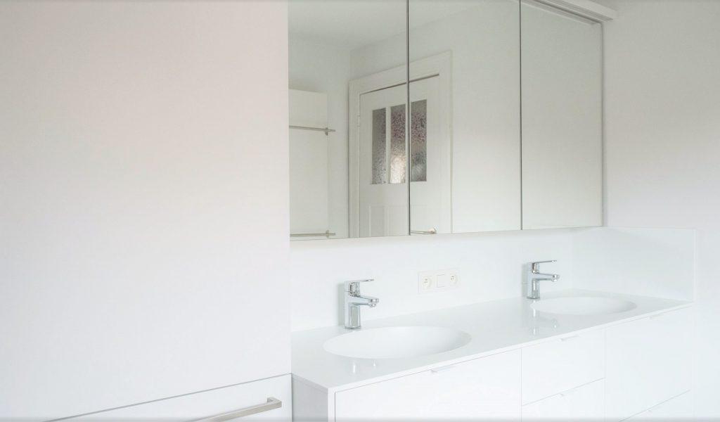Project Renoconcept: De onderhoudsvriendelijke badkamer. Foto badkamermeubel op maat.