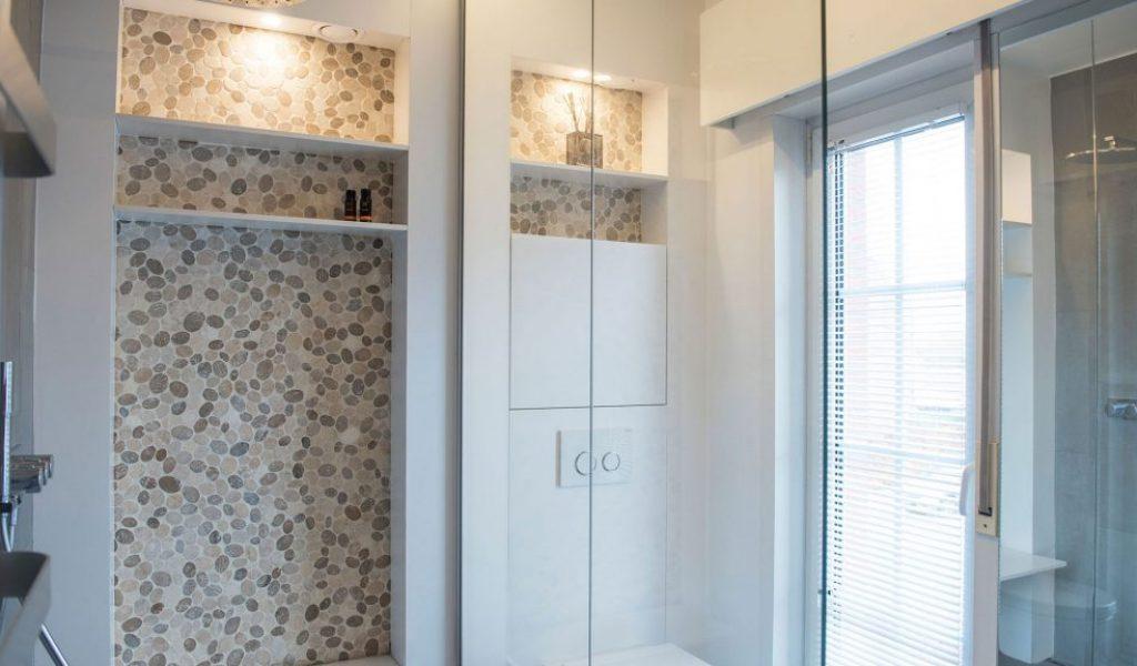 Project Renoconcept: Ruimte optimaliseren. Foto volledige badkamer vanuit douche.